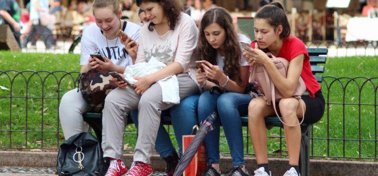 Мисията (не)възможна: Как да се справим със зависимостите сред тийнейджърите?
